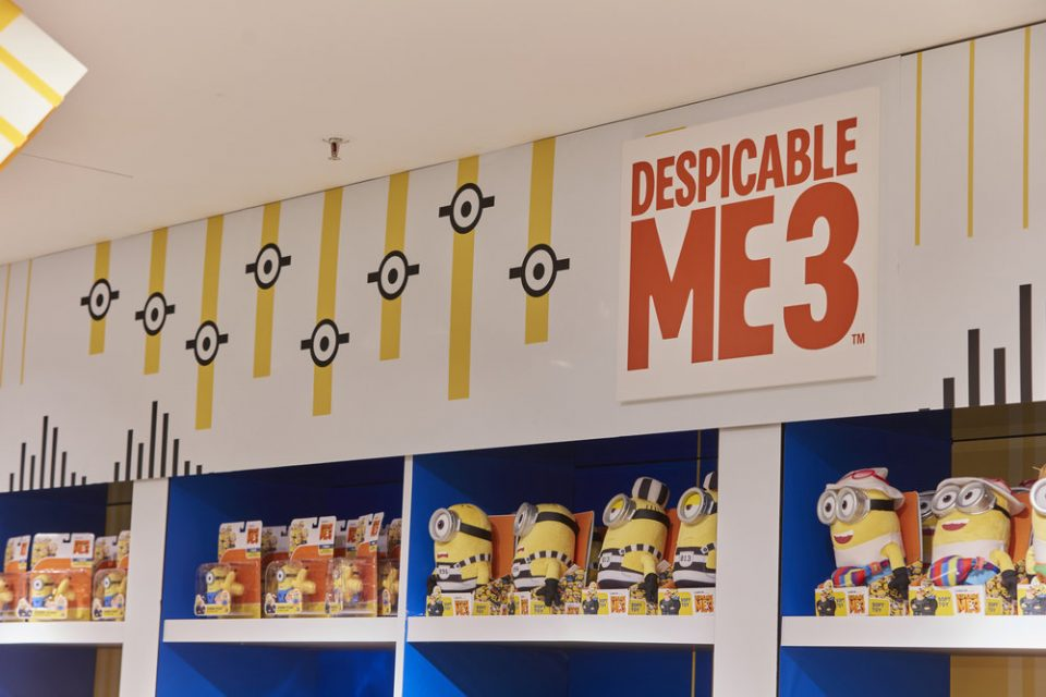 Propability,+Oakwood,+Despicable+Me+3,+Minions,+Vinyl,+Retail+Design